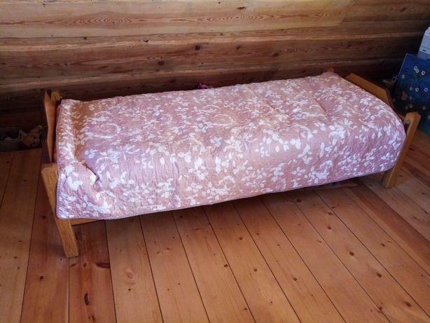 Dębowe łóżko z eko materacem z łuski orkiszowej