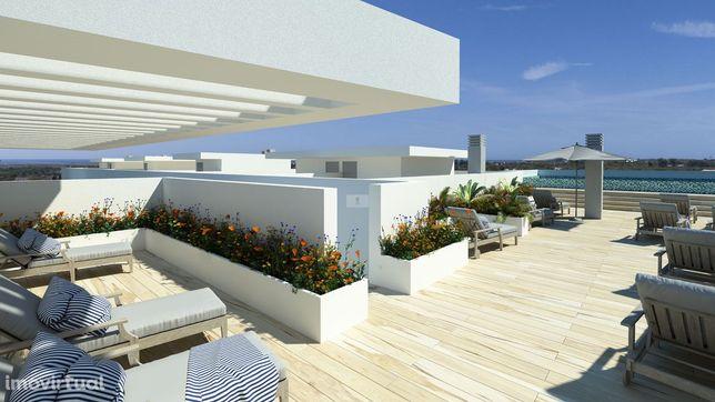 Apartamento T1+1 com terraço e piscina