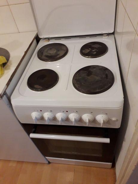 Kuchenka elektryczna z piekarnikiem
