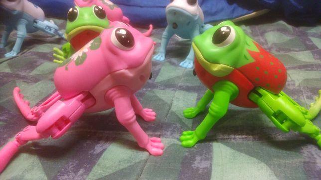 Zabawka skaczaca i plywajaca żaba