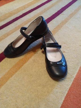 Черные школьные кожаные туфли для девочки каприз 34р. Стелька 22см