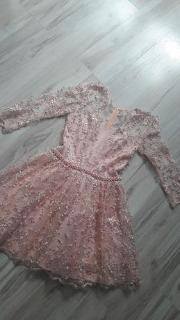 Piękna koronkowa sukienka z koralikami