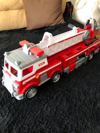 Camião bombeiros patrulha pata