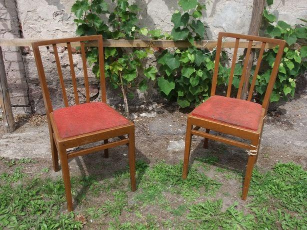 Stare krzesła drewniane