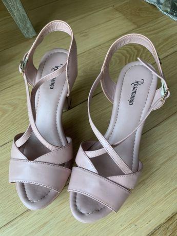 Sandalias de salto compensadas de pele rosa