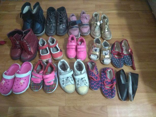 Отдам пакет обуви для девочки.