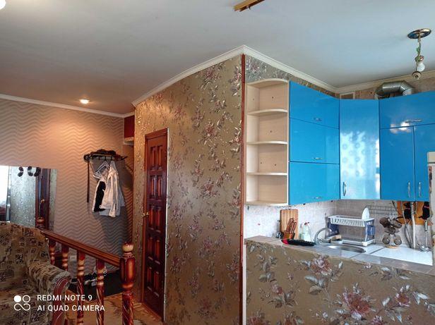 Квартира- студія з двома спальнями.