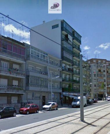 T2 remodelado - Av. D. Nuno Alvares Pereira - Almada