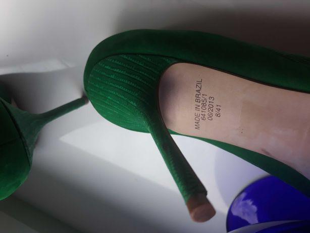 Śliczne zielone szpileczki