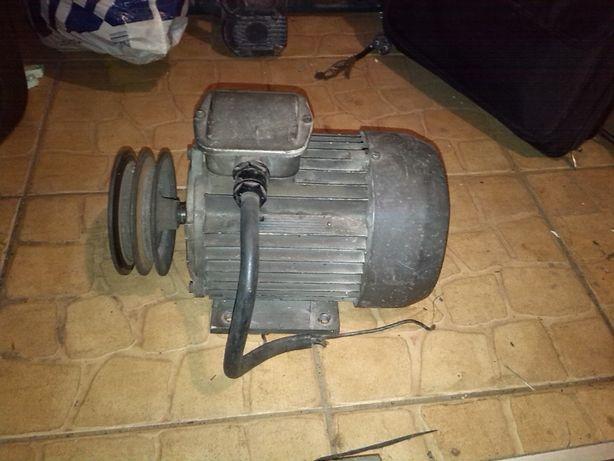 Silnik 0,8 kW 380 V