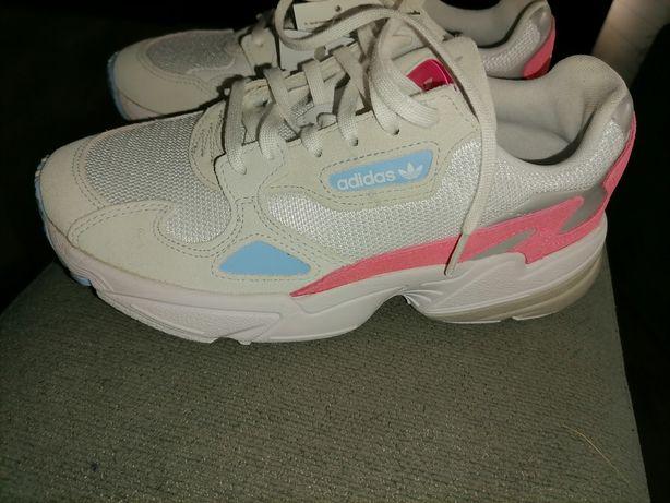Ténis Adidas novos com etiqueta tamanho 36