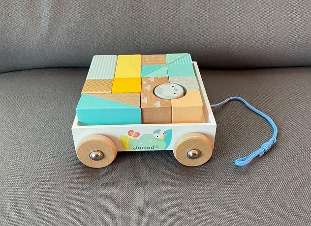 Janod - wózek drewniany z klockami do ciągnięcia Pure