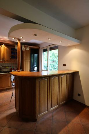 barek drewniany + 2 hokery i  kolumna