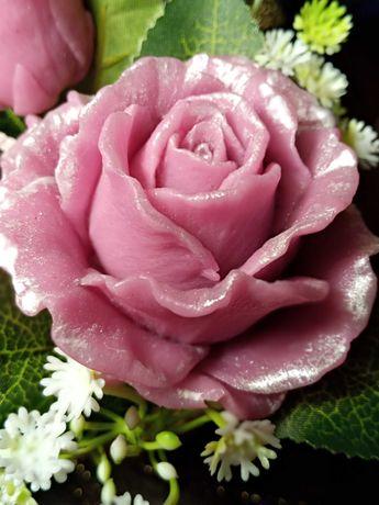 Мило Троянда в куполі