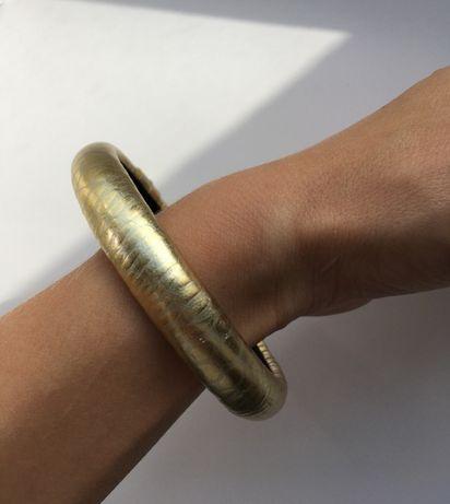 bransolteka, złoty materiał we wzory