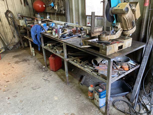 Bancada com serra cortar ferro