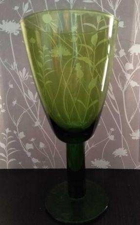 Zielone szklanki/kielichy do napojów