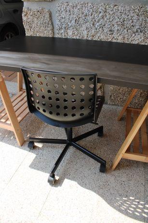 Cadeira giratória IKEA preta usada