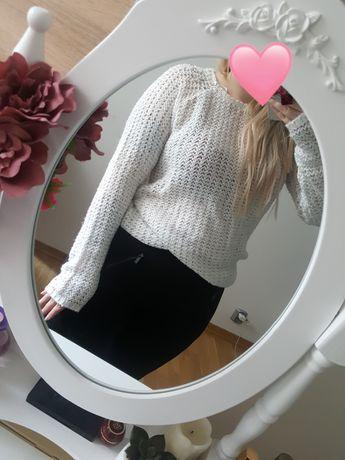 Biały sweter ozdoby cropp