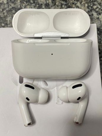 AirPods Pro. With Wireless Charging case