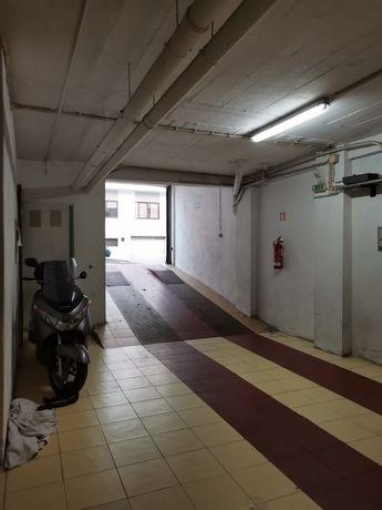 Garagem Box fechada 18 m2 Alto da Brandoa