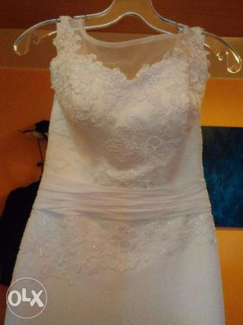 Suknia ślubna z odkrytymi plecami - bardzo modny fason gratis żakiet
