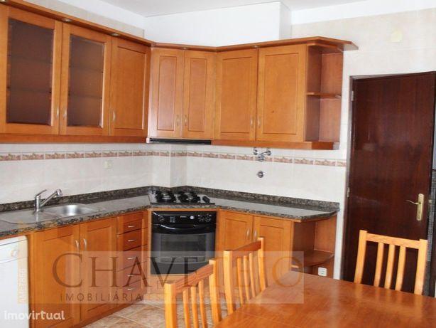 Apartamento mobilado e equipado, muito bem localizado, em...