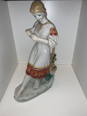 Форфорова статуетка