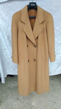 Płaszcz damski - ładny odcień beżu