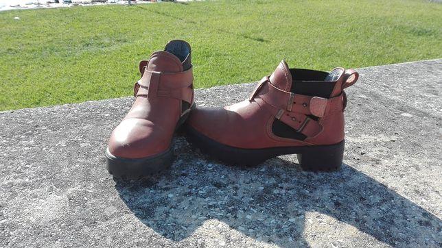 Botas Castanhas - tamanho 38
