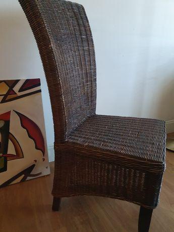 Cadeiras em palhinha