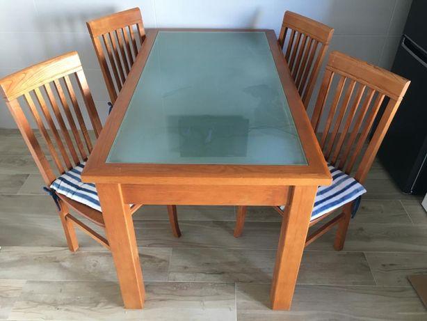 Mesa de madeira 150 *80 cor de cerejeira com 4 cadeuras