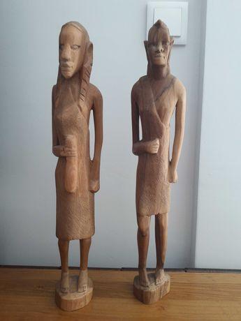 Escultura rústica em madeira