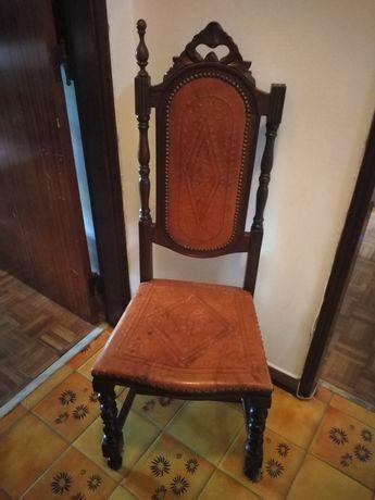 Vendo cadeiras antigas para restauro
