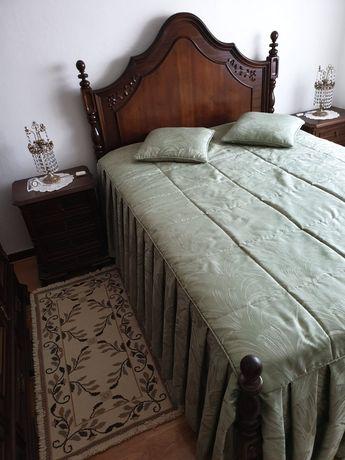 Mobília de quarto em madeira