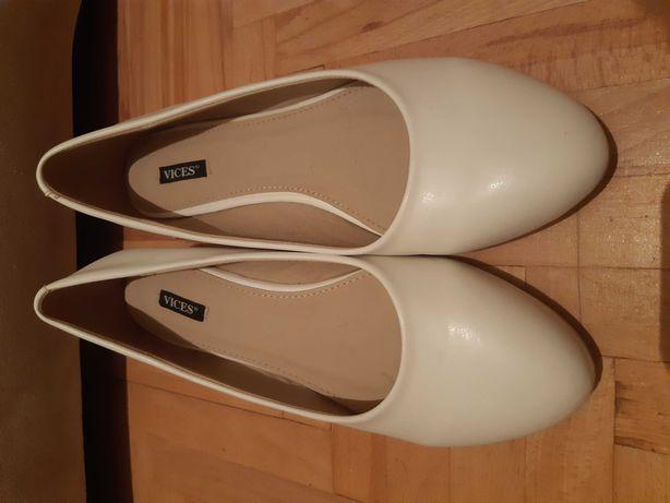Białe koturny buty na koturnie rozmiar 40 Vices