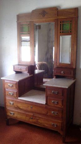 Móvel de quarto muito antigo, em ótimo estado de madeira maciça