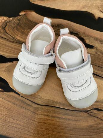 Пинетки ботинки кеды кроссовки кожа