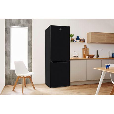 Elegancka czarna pojemna lodówka designerska INDESIT