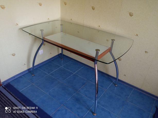Продам стол стеклянный 135x80