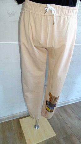 Wyprzedaż polecamy spodnie dresowe z misiem cena 45 zł