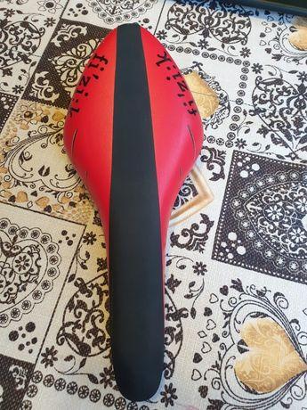 Siodełko fizik Arione R5 czerwono-czarne
