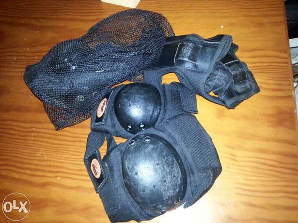 Conjuntos de cotuveleiras e joelheiras + Capacete de protecção