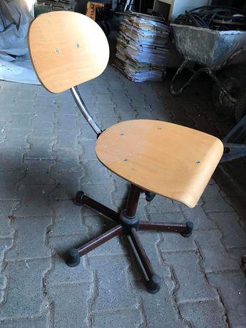 Stylowe krzesło z regulowanym oparciem