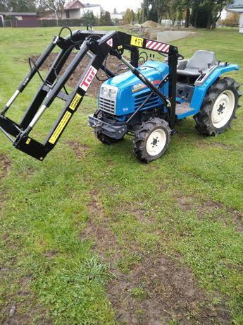 Traktor iseki z przednim ładowaczem