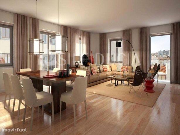 Apartamento T3 Com Arrecadação E Garagem | Chiado