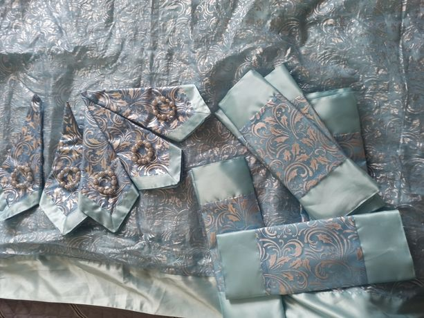 Новогодняя скатерть с салфетками и икрашениями