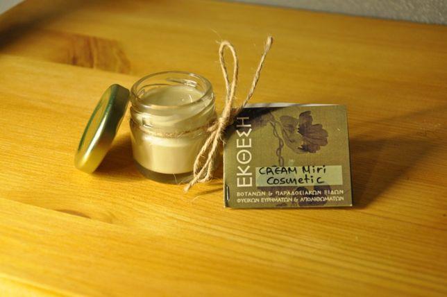 Regenerujący krem kosmetyczny wytwarzany ręcznie w 100% z produktów n