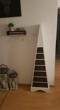 trójkątna komoda z szufladami