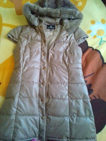 Куртка-безрукавка,удлиненный жилет с меховым капюшоном р. 46-48